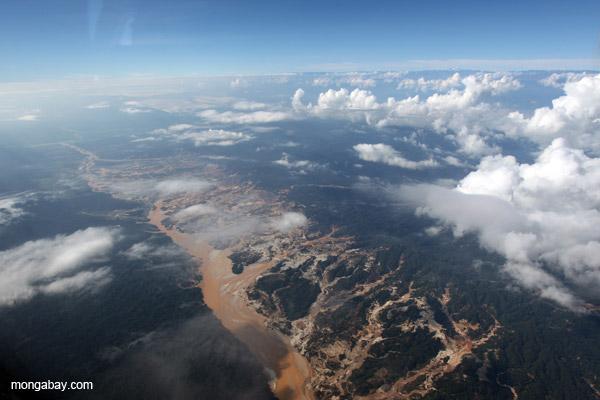Río Huaypetue gold mine.
