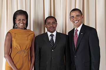 Tanzania's 4th President, Jakaya Kikwete (center), with US President Barack Obama and First Lady Michelle Obama. Photo by: US government.
