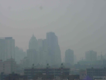 The city of Chengdu blanketed in smog. Photo by: Sarah Bexell.