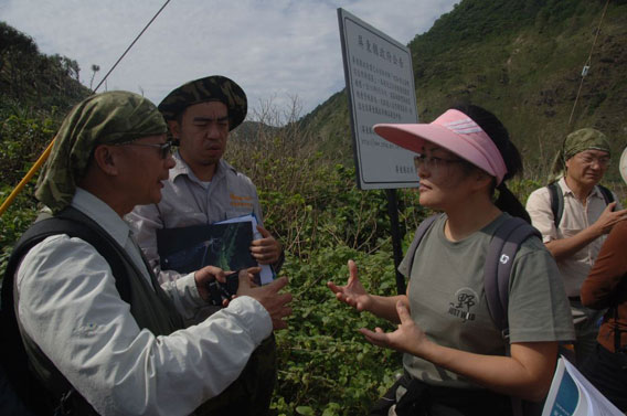 The Wilderness Society of Taiwan and Endangered Species International visiting Alangyi Trail to show their opposition to the proposed highway project. Photo by: Pierre Fidenci.