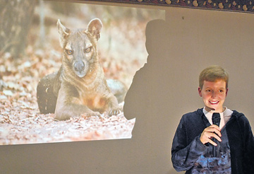 Mia-Lana Lührs sees her most important mission as informing people about the fascinating and threatened Madagascar and the fossa, as public awareness and interest represents the first step for effective conservation. She therefore regularly gives presentations to the general public, like shown here for the German Society for Nature Conservation (NABU) in Bad Münder. Photo © Neue Deister-Zeitung.