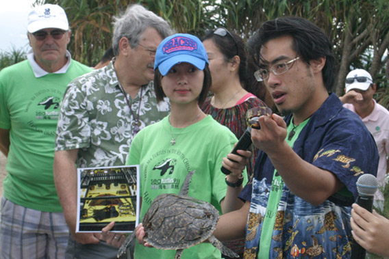 Frederick Yeh lecturing on how to avoid buying marine turtle products. Photo by: Sea Turtles 911.