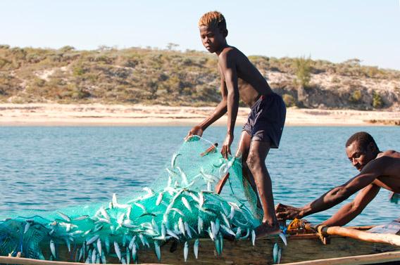 Pêche locale à Madagascar. Photo de Julie Larsen Maher/WCS.