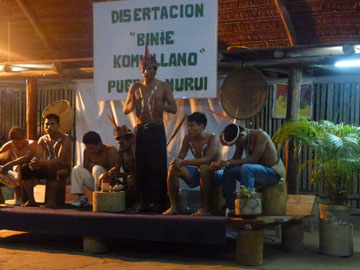 Curuinsi doing a public performance/recitation of some Murui stories. Photo by: Patrick le Flufy.