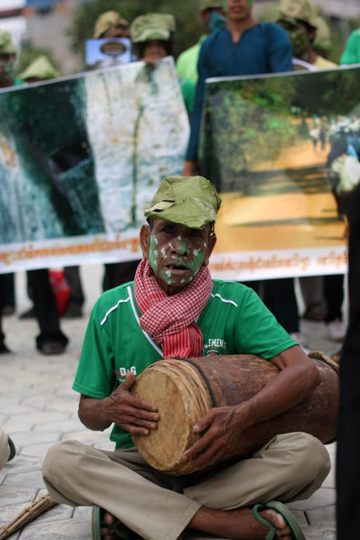 Protestor playing traditional music. Photo courtesy of: Prey Lang Network.
