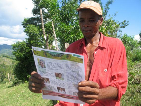 Local reading SEPALI newsletter. . Photo by Mamy Ratsimbazafy.